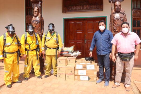 Donacion-equipo-bomberos-San-Ignacio-5.jpeg
